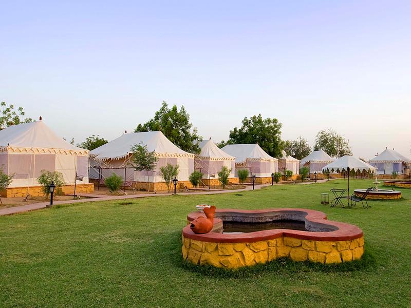 Deluxe-Tents-at-Resort